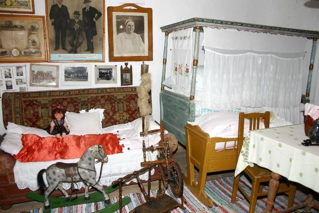 Museum of Slovak Traditions - founded in 1995 - director  - NĂDLAC, Arad - Muzeu comunal - Etnografie, Artă decorativă, Istorie