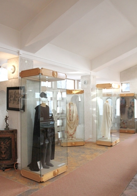 """The History of Romanian Theatre"" Museum Collection - founded in 1976 - director Lucian Teodorovici - IAŞI, Iaşi -  - Istoria teatrului"