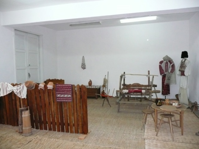 Village Museum - founded in  - director  - MOGEŞTI, Vâlcea -  - Etnografie
