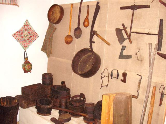 Ethnography Museum - founded in 1976 - director  - GALEŞ, Argeş - local - etnografie