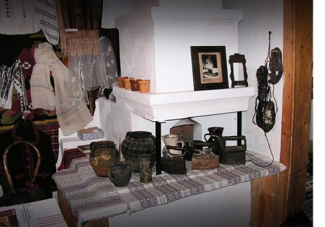 'Ileana and Andronic Andronicescu' Museum Collection Fundu Moldovei - founded in 1986 - director Andronicescu-Zahaniciuc  Ortenzia - FUNDU MOLDOVEI, Suceava -  - Etnografie