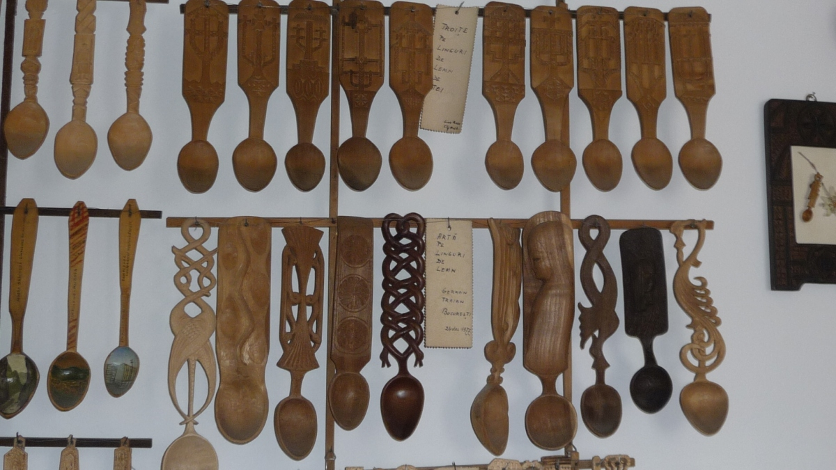 "Wooden Spoon Collection ""Ioan and Elisabeta Ţugui"" - founded in 1945 - director Ion Mateescu - CÂMPULUNG MOLDOVENESC, Suceava -  - Etnografie"